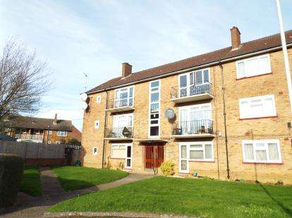 2 Bedrooms Flat for sale in Friars Court, Friars Close, Luton, Bedfordshire