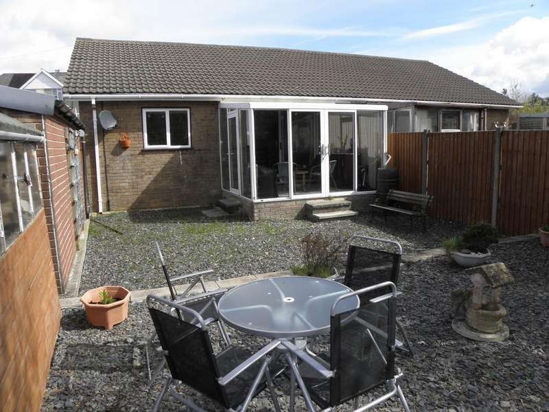 2 Bedrooms Bungalow for sale in 10 Heol y Gader, Fairbourne, LL38 2TZ