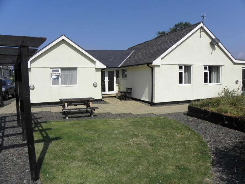 4 Bedrooms Bungalow for sale in Morfa Bychan, Fairbourne, LL38 2LQ