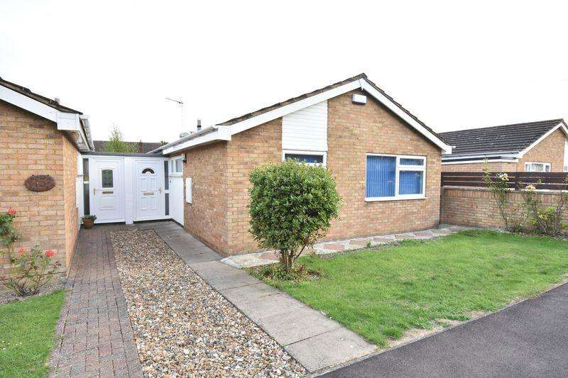 2 Bedrooms Detached Bungalow for sale in Barleyfield Way, Dunstable