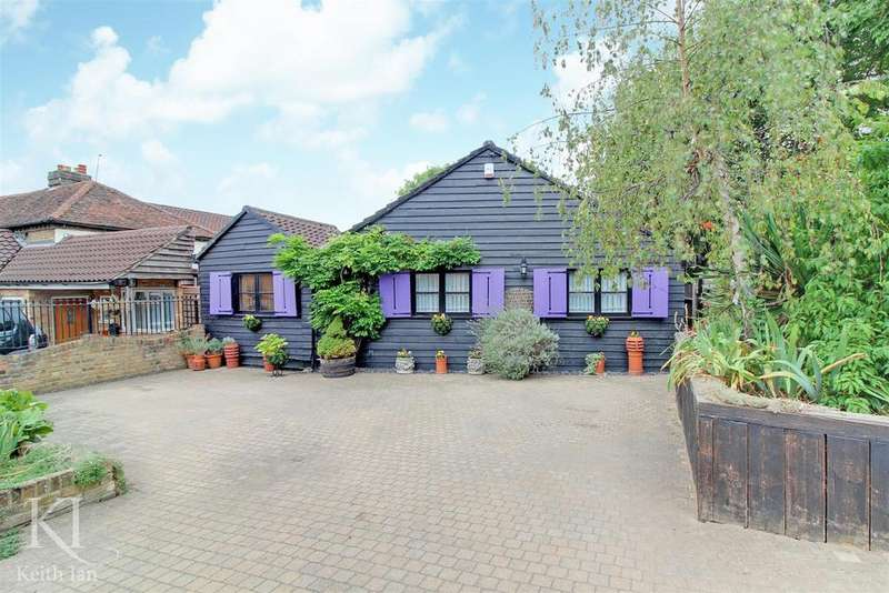 3 Bedrooms Detached House for sale in Wadesmill - Stunning Views!