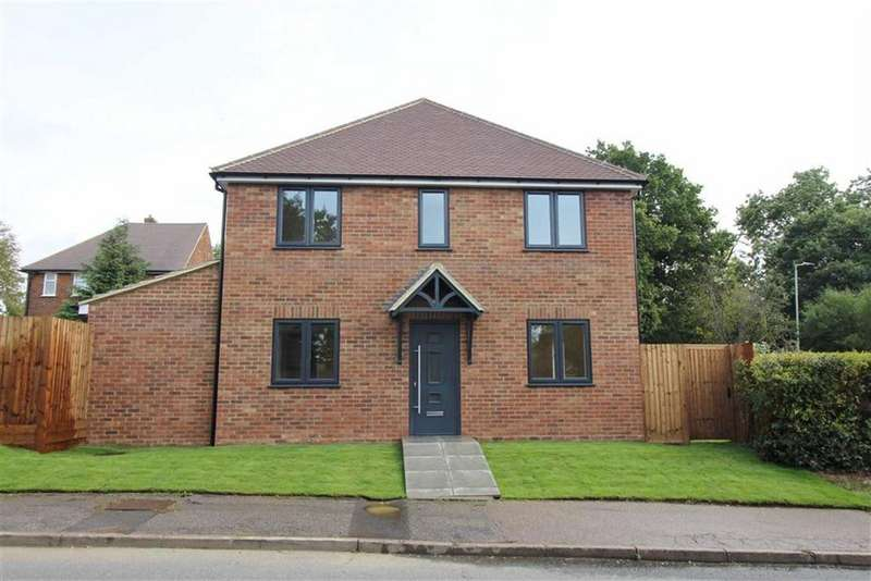 3 Bedrooms House for sale in Alexandra Road, Borehamwood, Herts