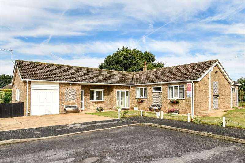 4 Bedrooms Detached Bungalow for sale in Exmoor Close, North Hykeham, LN6