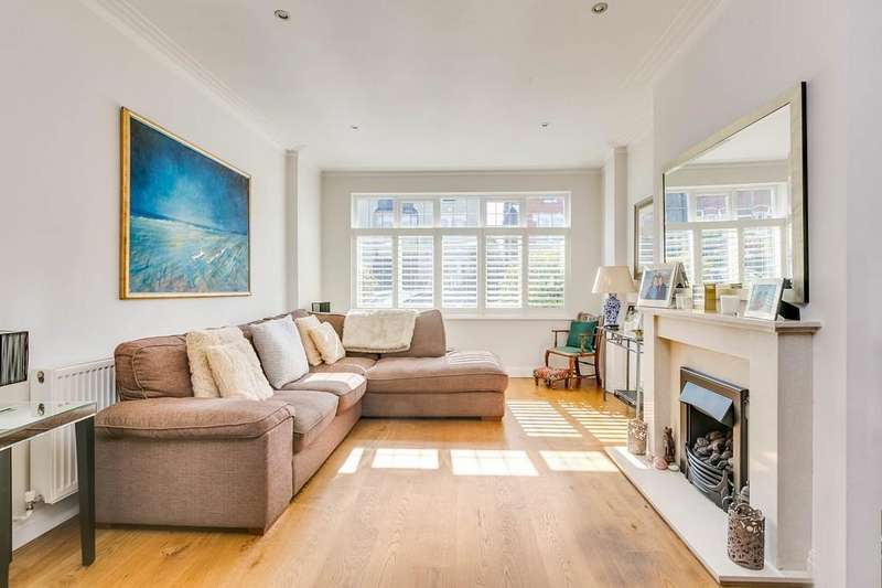 4 Bedrooms Semi Detached House for sale in Hendham Road, London