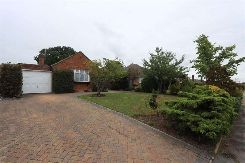 2 Bedrooms Detached Bungalow for sale in Hawthylands Road, HAILSHAM, East Sussex