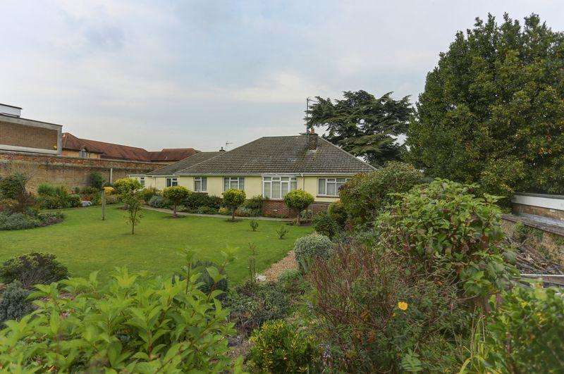4 Bedrooms Detached Bungalow for sale in Brays Lane, Ely