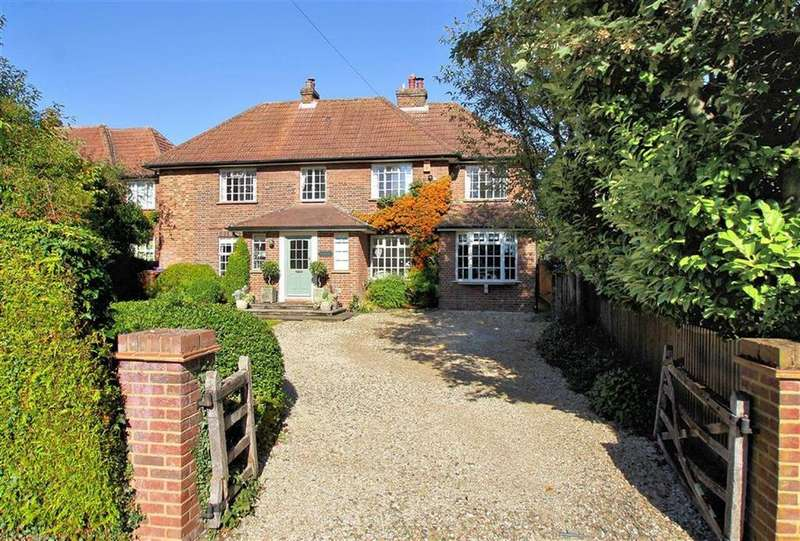 5 Bedrooms Detached House for sale in Oakfields Road, Knebworth SG3 6NS