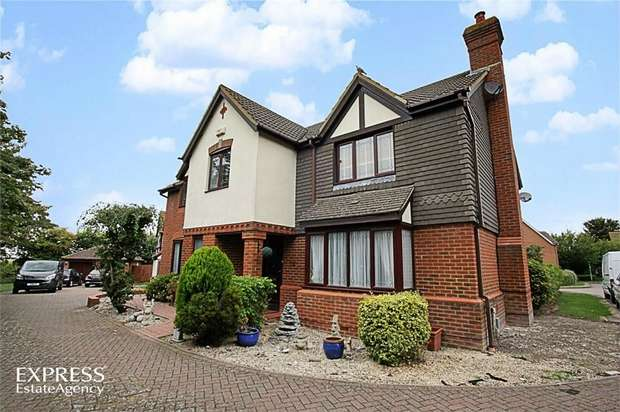 5 Bedrooms Detached House for sale in Badgers Gate, Dunstable, Bedfordshire