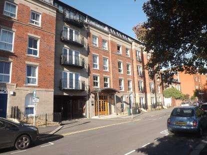2 Bedrooms Flat for sale in Knightsbridge Court, Palmyra Square, Warrington, WA1