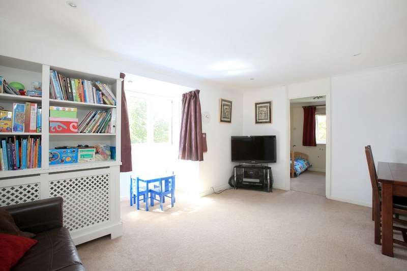 3 Bedrooms Maisonette Flat for sale in Hull Close, Surrey Quays, SE16