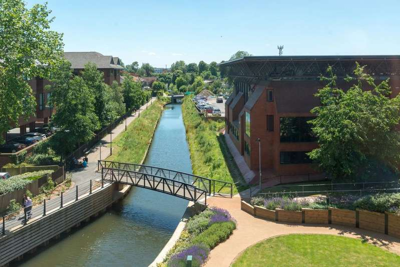 2 Bedrooms Apartment Flat for sale in Chapel Wharf, Chapel Arches, High Street, Maidenhead
