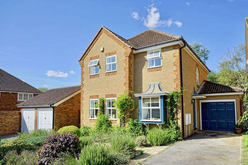 4 Bedrooms Detached House for sale in Snowdonia Way, Hinchingbrooke