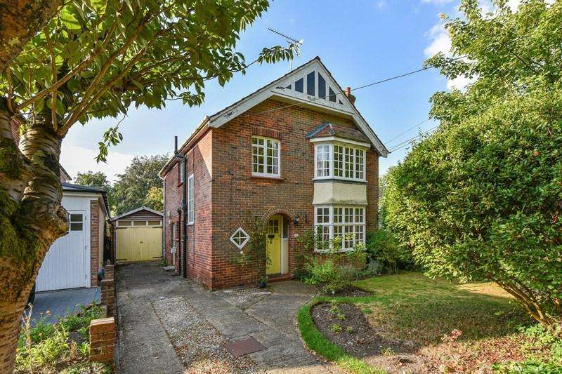 3 Bedrooms Detached House for sale in Winchester Gardens, Andover