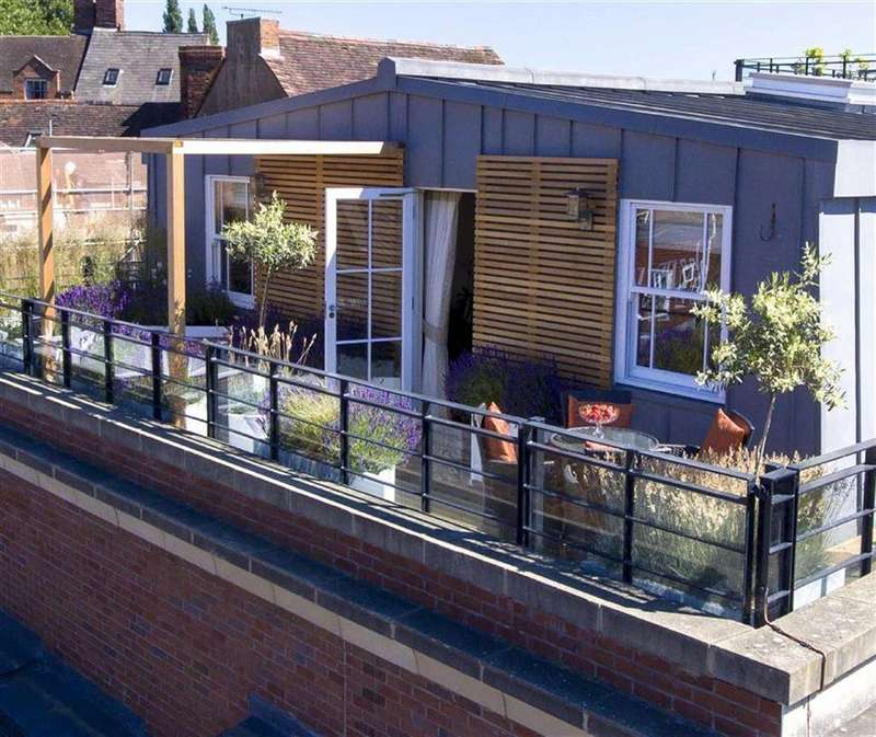 3 Bedrooms Flat for sale in Century House, Beeches Lane, Shrewsbury
