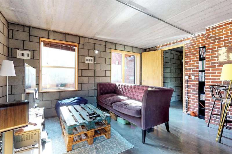 3 Bedrooms Flat for sale in Cambridge Heath Road, London, E2