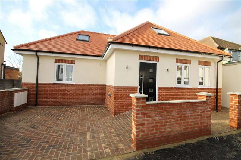 3 Bedrooms Bungalow for sale in Shelson Avenue, Feltham, TW13