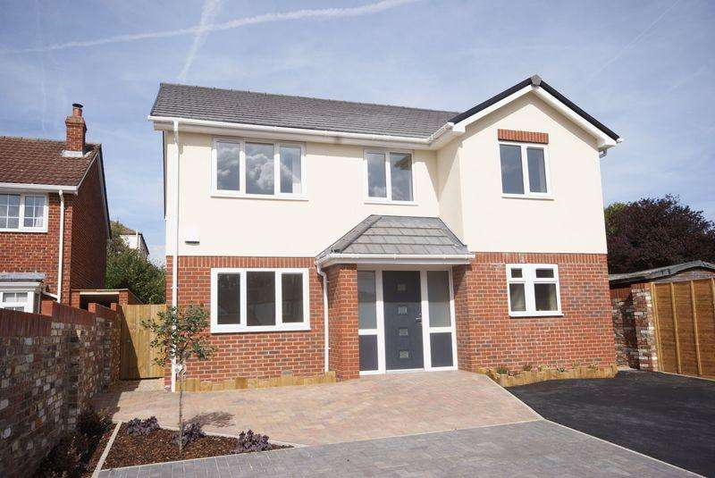 4 Bedrooms Detached House for sale in Foster Road, Gosport