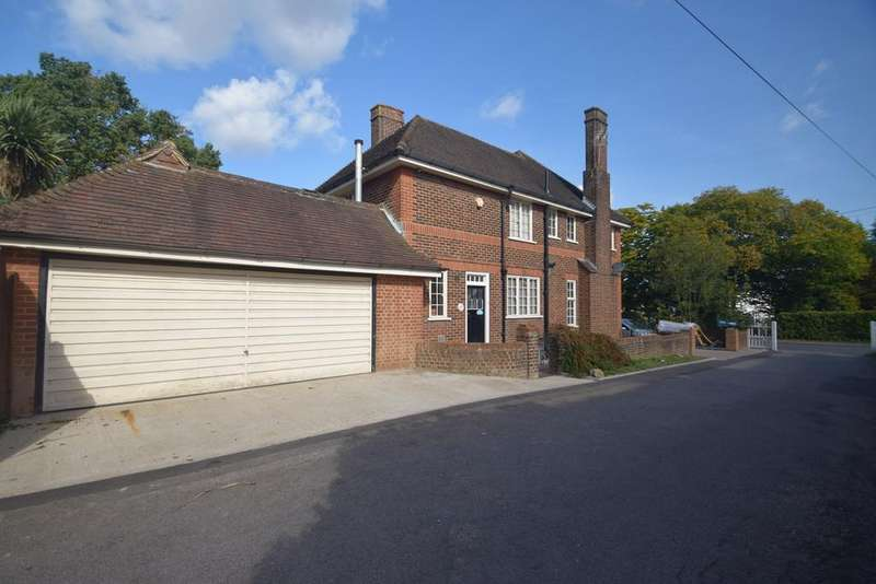 3 Bedrooms Detached House for sale in Walderslade Road, Chatham, ME4