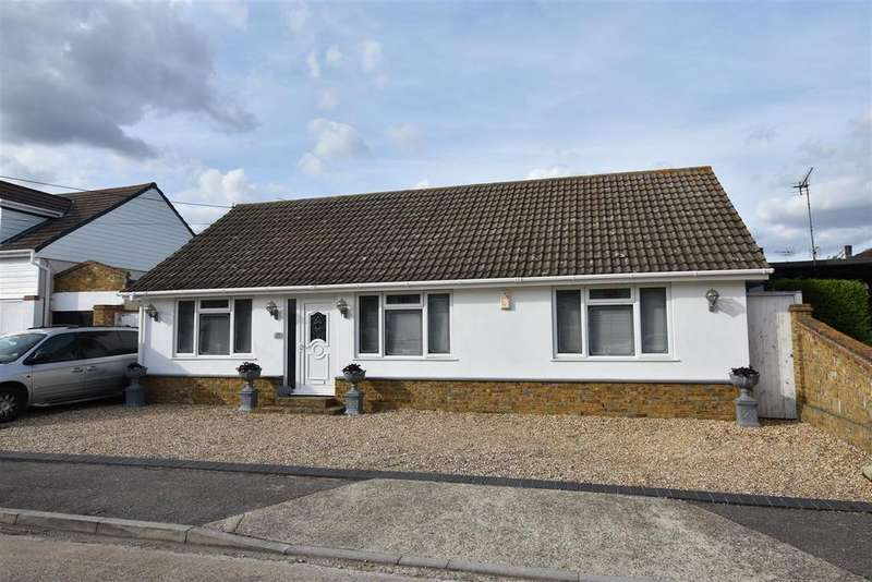 4 Bedrooms Detached Bungalow for sale in Newlands Road, Canvey Island