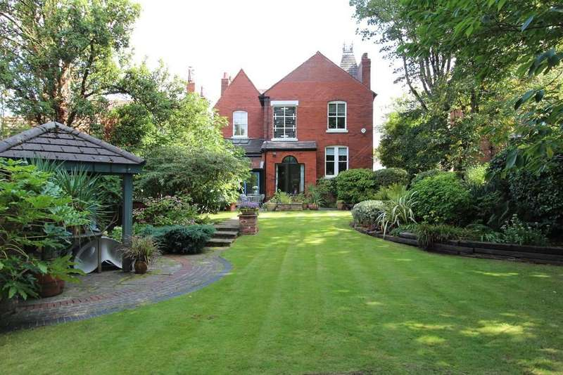 4 Bedrooms Detached House for sale in Wellington Road North, Heaton Chapel