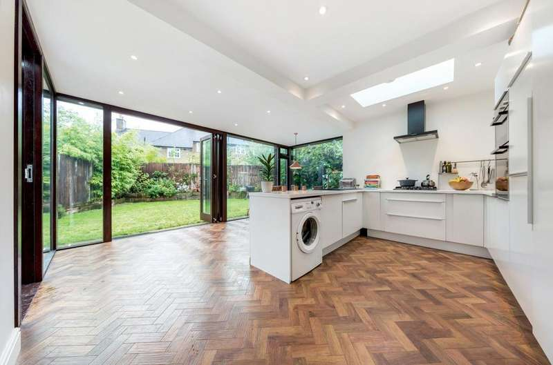 3 Bedrooms Semi Detached House for sale in Red Post Hill, Herne Hill, London SE24