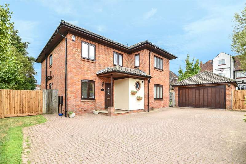5 Bedrooms Detached House for sale in Woodstock, Monarchs Way, Ruislip, Middlesex, HA4