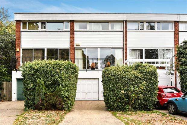 3 Bedrooms Terraced House for sale in Sospel Court, Farnham Royal, Slough