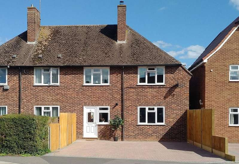 3 Bedrooms Semi Detached House for sale in Hawthorn Road, Newbury, RG14