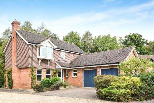 4 Bedrooms Detached House for sale in The Woodlands, Wokingham, Berkshire