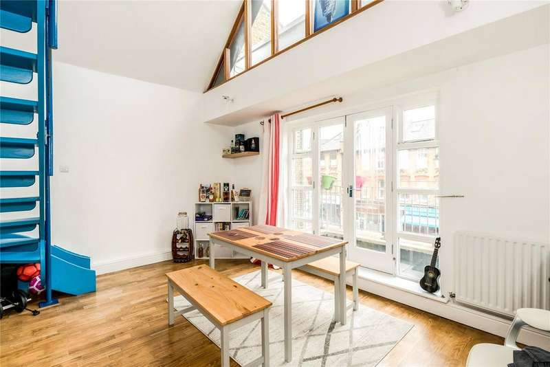 2 Bedrooms Flat for sale in Cricketers Mews, 168 East Hill, London, SW18
