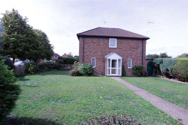 3 Bedrooms Semi Detached House for sale in Duncan Road, Colchester