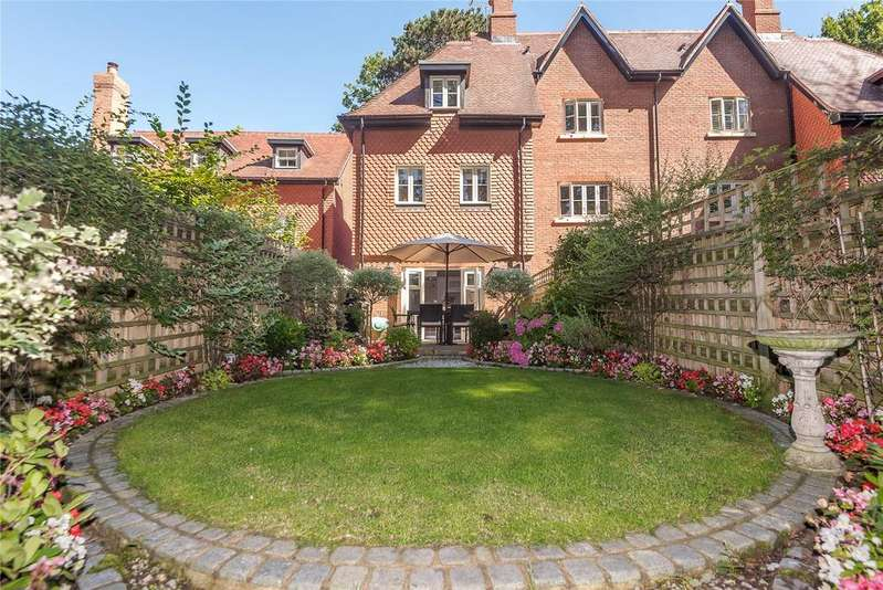 3 Bedrooms End Of Terrace House for sale in Martingales Close, Ascot, Berkshire, SL5