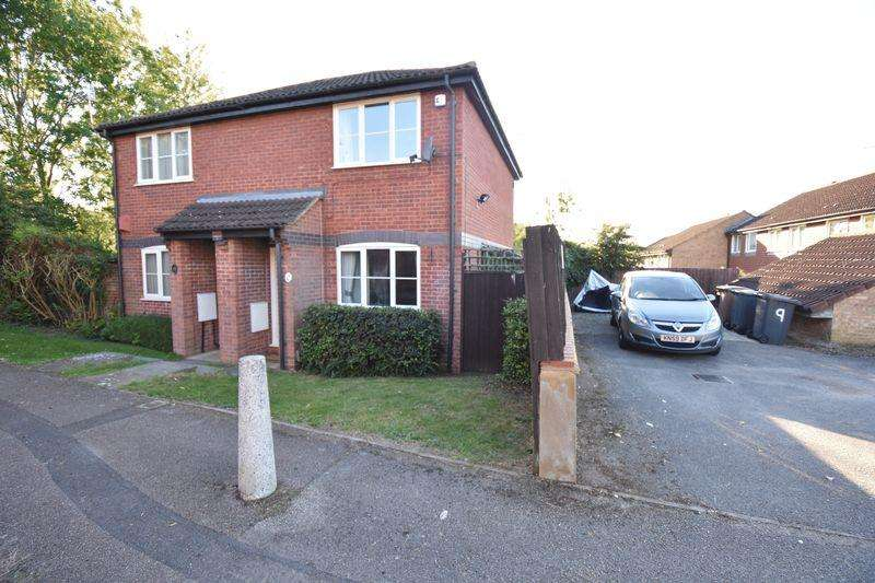 2 Bedrooms Semi Detached House for sale in Benington Close, Luton