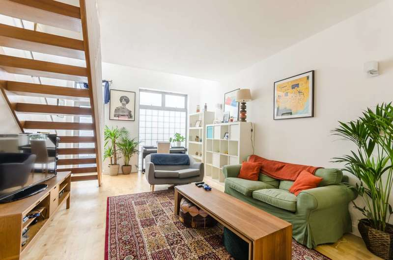 2 Bedrooms Flat for sale in Piano Lane, Stoke Newington, N16
