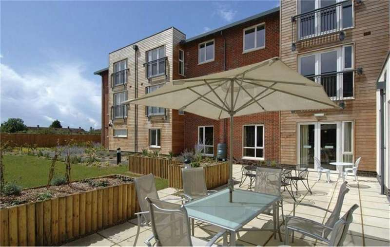 2 Bedrooms Apartment Flat for sale in The Pines, Slough, Berkshire