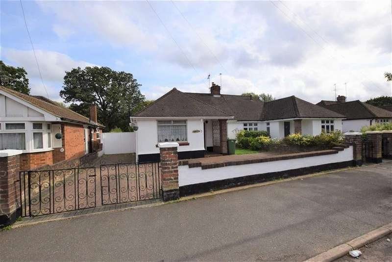 3 Bedrooms Semi Detached Bungalow for sale in Woodmere Avenue, North Watford, Herts