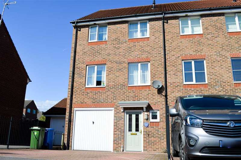 4 Bedrooms End Of Terrace House for sale in Woodland Walk, Aldershot