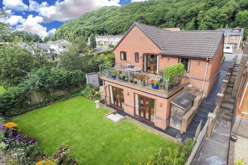 4 Bedrooms Detached Bungalow for sale in Heather Rise, Jersey Marine, Neath