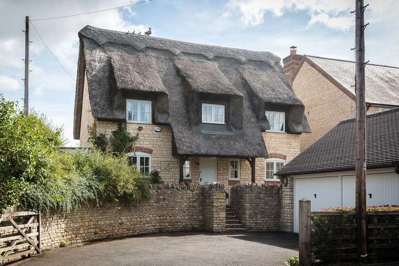 4 Bedrooms Detached House for sale in West End, Silverstone