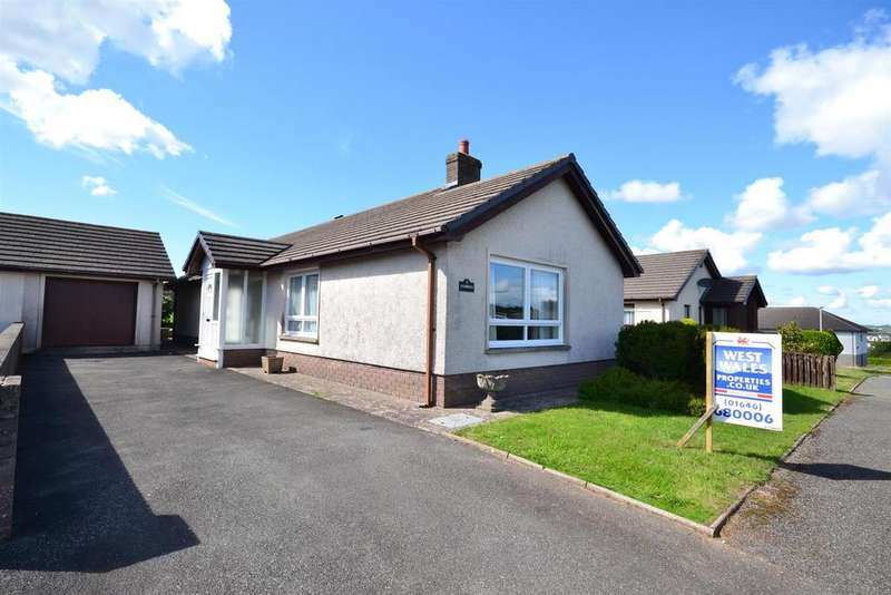 3 Bedrooms Detached Bungalow for sale in Cenarth Close, Pembroke Dock