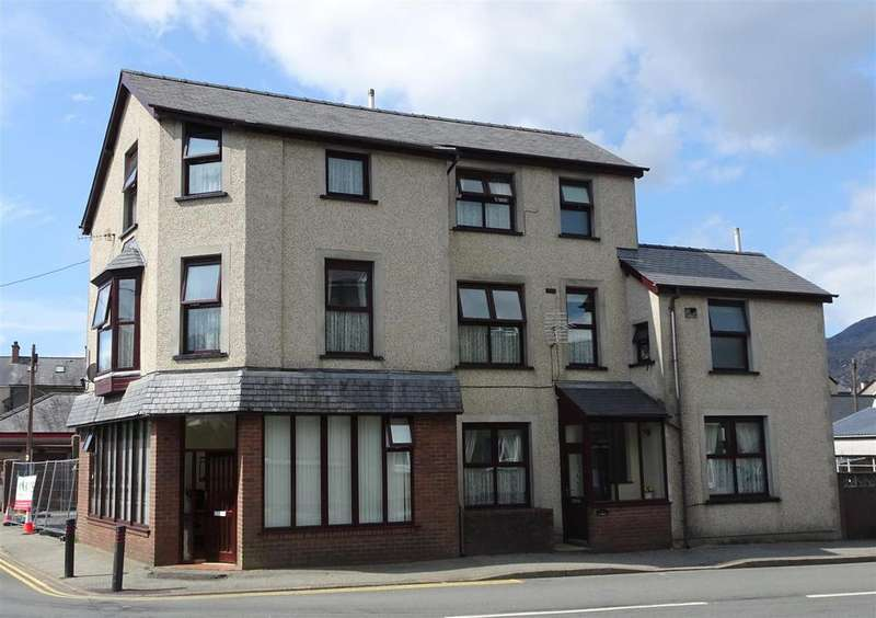 4 Bedrooms Detached House for sale in The Square, Blaenau Ffestiniog