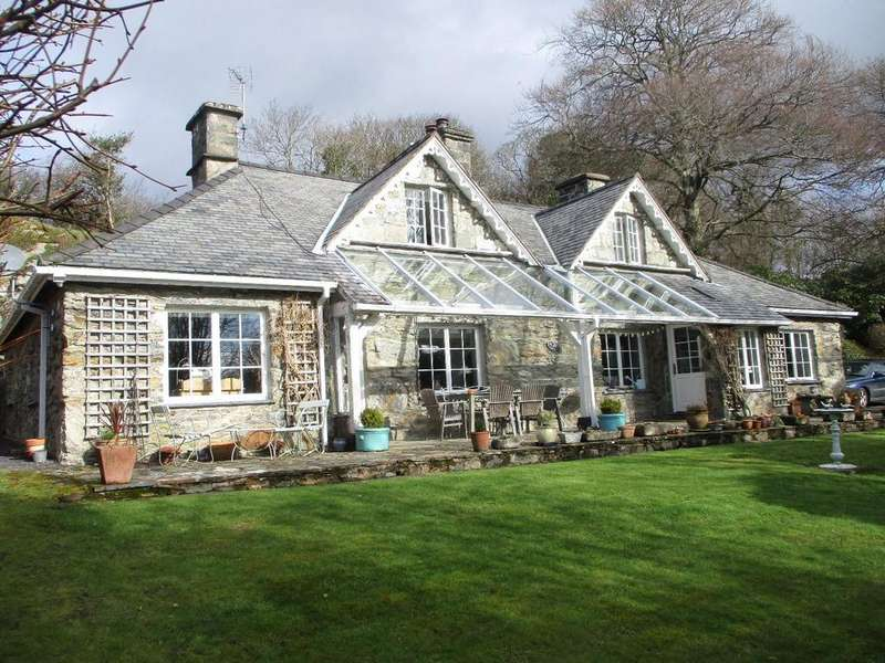 4 Bedrooms Detached House for sale in Pentrefelin, Criccieth