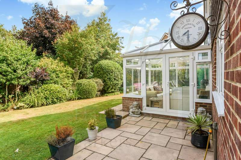 4 Bedrooms Detached House for sale in Sand Close, West Wellow, Romsey