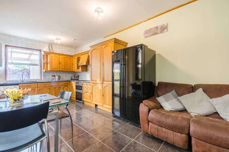 3 Bedrooms Terraced House for sale in Victoria Way, Charlton, SE7