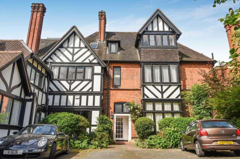 3 Bedrooms Flat for sale in The Close London SE3