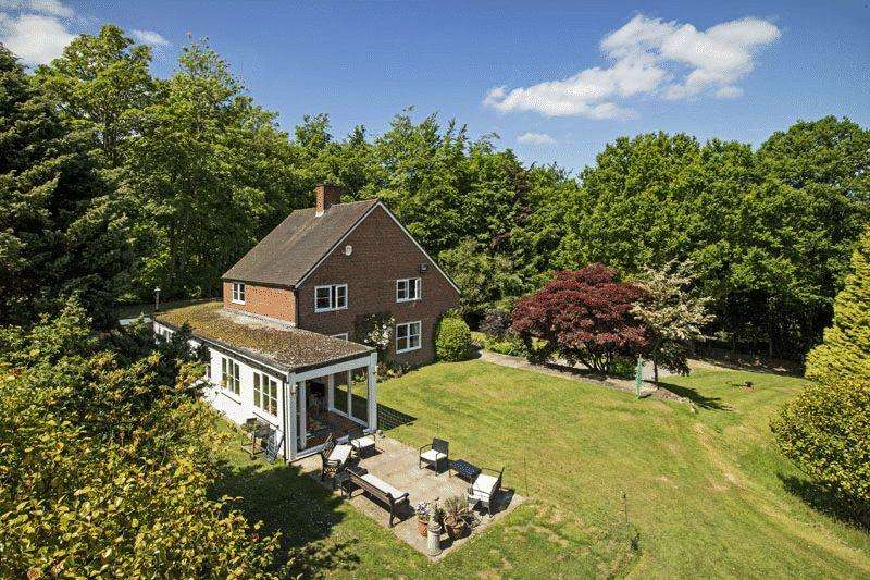 4 Bedrooms Detached House for sale in London Road, Crowborough, East Sussex