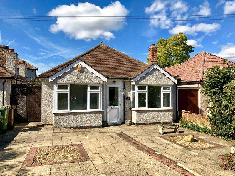 3 Bedrooms Detached Bungalow for sale in Clarence Road, Bexleyheath