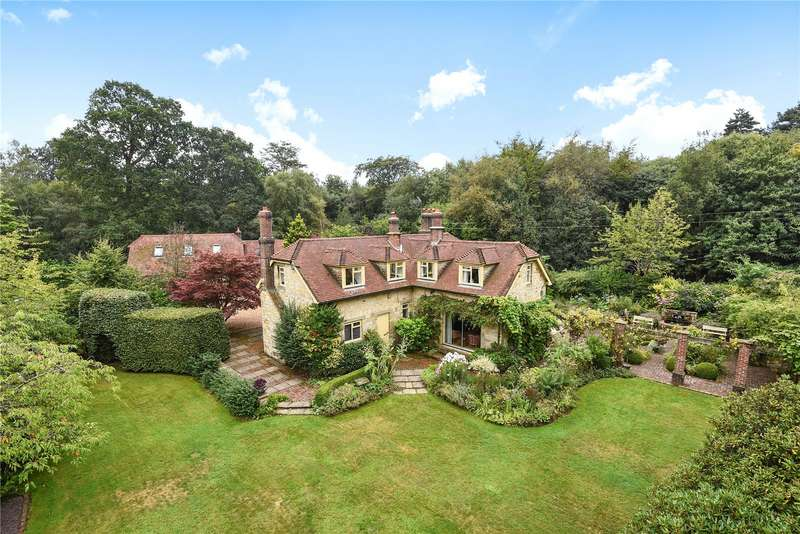 4 Bedrooms Detached House for sale in Black Hill, Crowborough