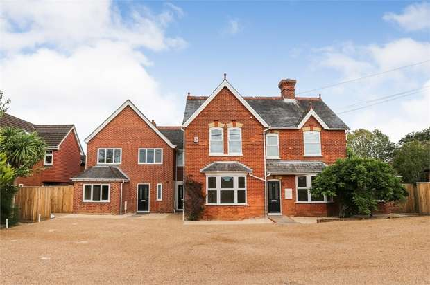 4 Bedrooms Terraced House for sale in Lansdowne Mews 2, 35 Liphook Road, Lindford, Bordon, Hampshire
