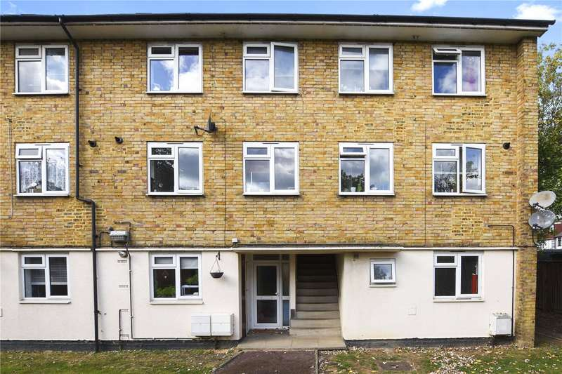 2 Bedrooms Flat for sale in Norton Close, London, E4